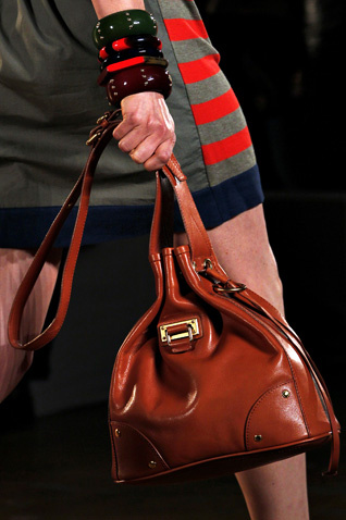 moda 2011 geanta ghiozdan