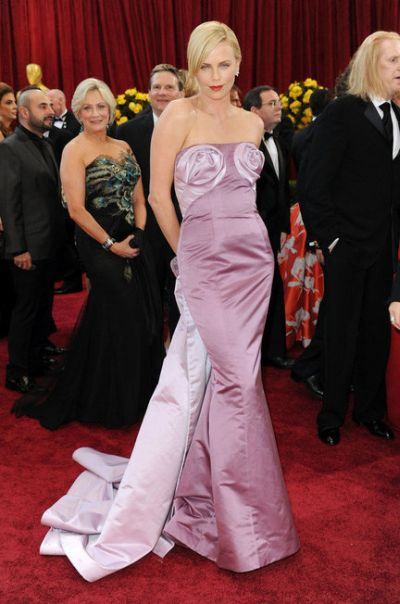 rochie in stil charlize theron