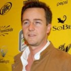 Edward Norton s-a logodit din nou