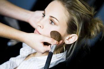 ingrijirea pielii si pudra pentru ten
