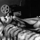 Moda, reflectata de fotografie: Helmut Newton