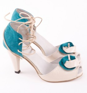 pantofi de mireasa cu floare