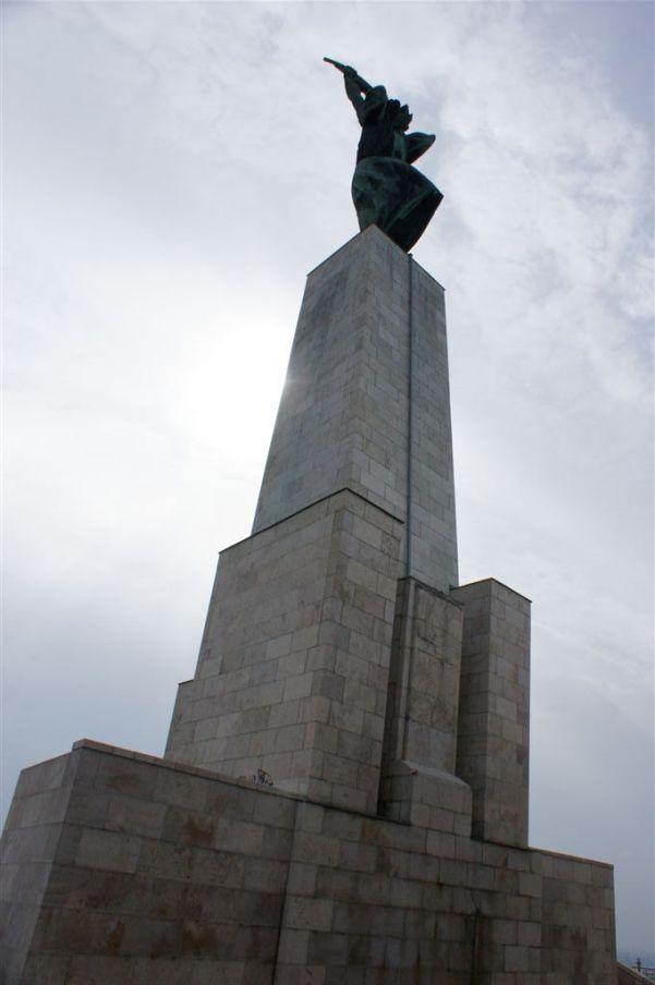 statuie in dealul gellert