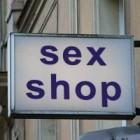 Cine viziteaza sex-shop-urile?