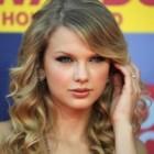Taylor Swift, invitata la o cina romantica de actorul Garrett Hedlund din Tron