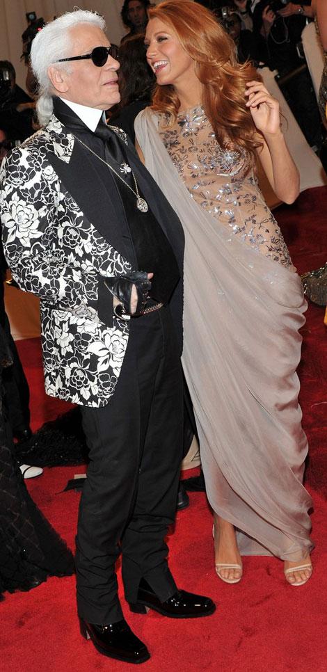 Blake Lively si Karl Lagerfeld la Met Gala 2011