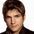 "Charlie Sheen, inlocuit cu Ashton Kutcher in ""Doi barbati si jumatate"""