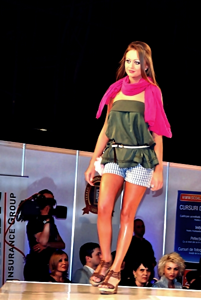 bucharest fashion week 2011 - colectia de moda bsb (6)