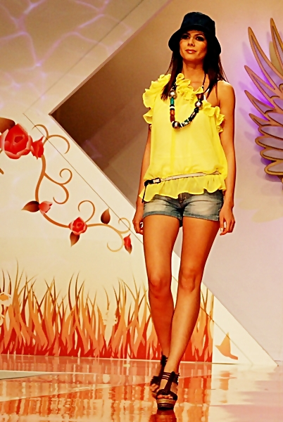 bucharest fashion week 2011 - colectia de moda bsb (7)