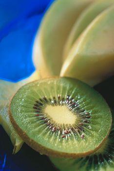 fructe kiwi