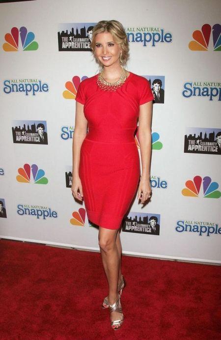 stil de vedeta rochie rosie