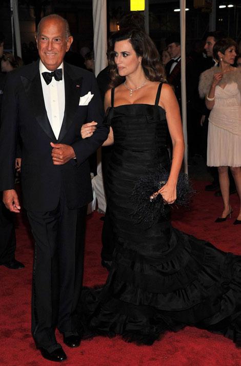 tinuta Penelope Cruz la gala Met 2011