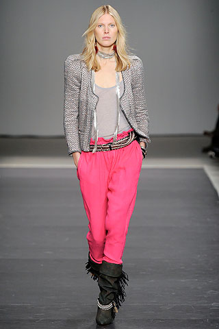 top model in pantalon neon