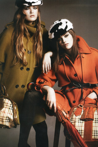 imaginea Molly Smith la Burberry