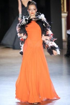 model de rochie portocalie zac posen