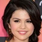 Machiaj si coafura de vedeta – Selena Gomez