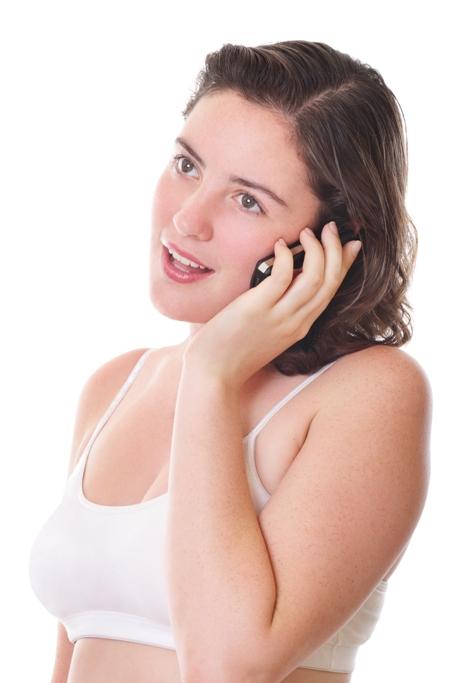 femeie cu telefonul mobil