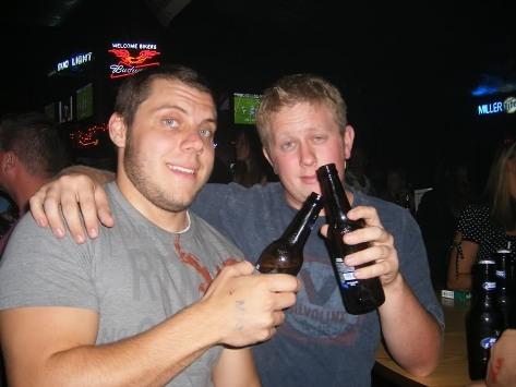 prieteni la o bere