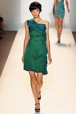 topmodel in rochie verde