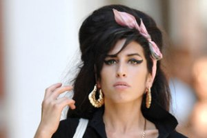 Fred Perry lanseaza colectia de haine amy winehouse