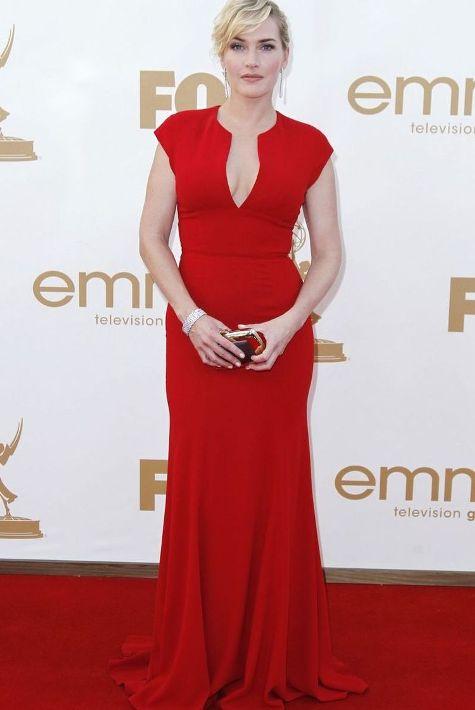 Kate Winslet in model de rochie de seara rosie