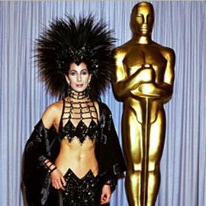 Cher a purtat o rochie neagra cu vedere la buric