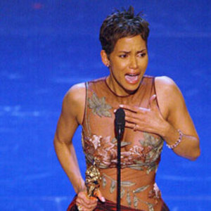 Halle Berrya izbucnit in plans si a tinut un discurs foarte inaltator