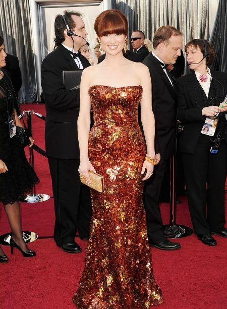 Ellie Kemper a ales o rochie de la Armani Prive