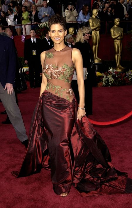 Halle Berry intr-o splendida rochie creata de Elie Saab