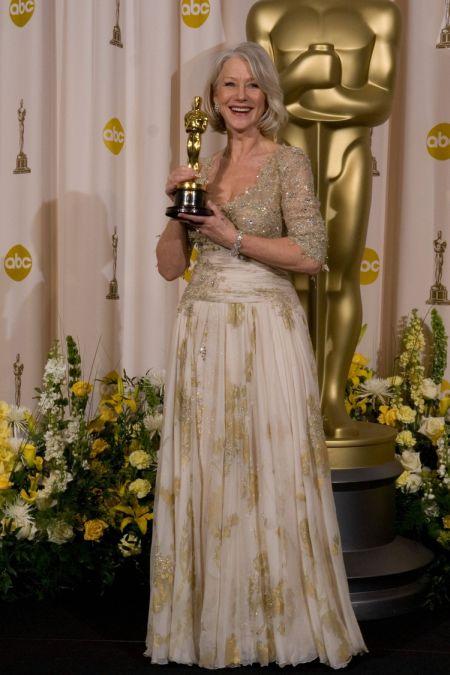 Helen Mirren a purtat o rochie de vis de la Christian Lacroix