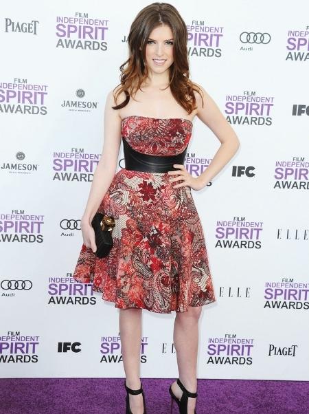 Anna Kendrick a purtat o rochie de la Alexander McQueen