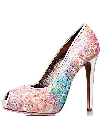 Pantofi din satin, argintii, cu toc foarte inalt si cu dantela colorata si paiete aplicate manual