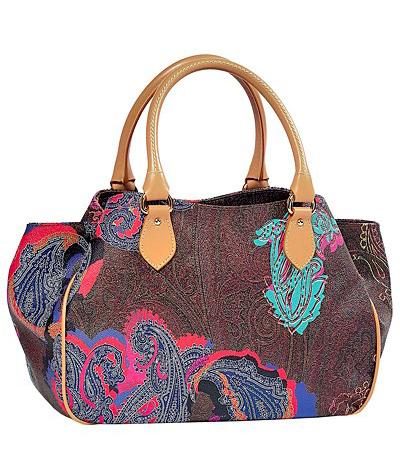 Geanta din material textil, cu imprimeu paisley, in nuante de rosu, maro, roz si turcoaz, cu accesorii din piele
