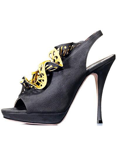 Sandale din piele neagra, cu toc foarte inalt si paltforma, cu detalii florale din piele galbena