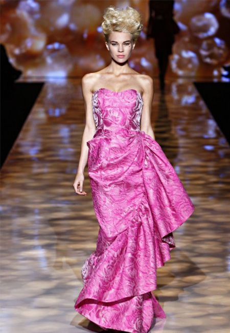 rochie de printesa, in hot pink, dintr-un material pretios