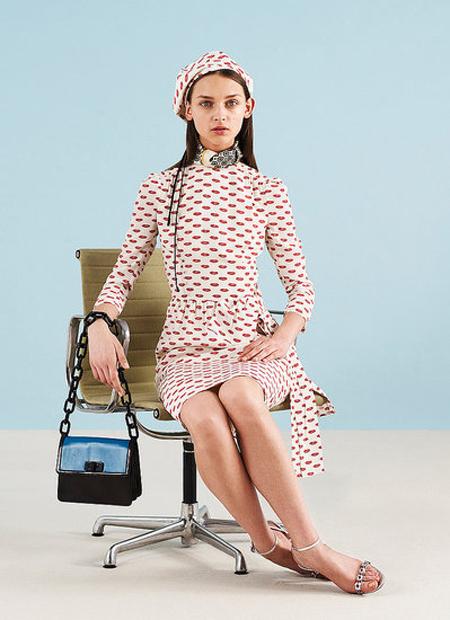 Rochie vintage, alba, cu imprimeuri rosii minuscule