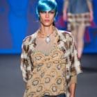 Anna Sui – un mix de printuri, materiale si culori in colectia de primavara 2013