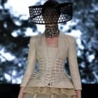 Extravaganta colectie semnata Alexander McQueen pentru primavara 2013