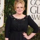 Adele superba intr-o rochie Burberry, la Globul De Aur