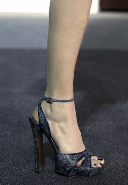 sandale din piele de sarpe