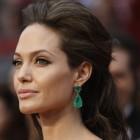 Fii stralucitoare! Poarta cerceii Angelinei Jolie!