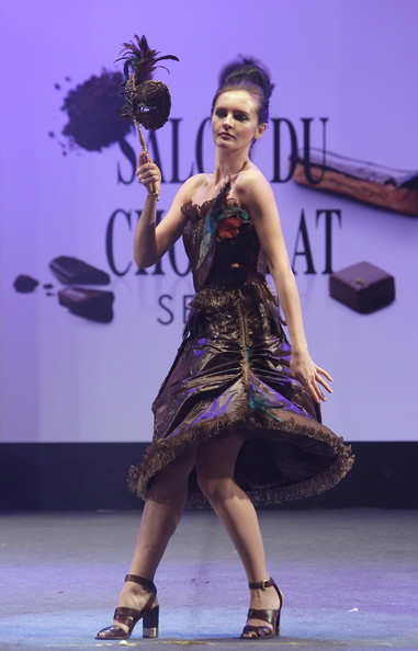 prezentare-de-moda-creatii-din-ciocolata-salon-du-chocolat-2013 (18)