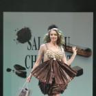 Prezentare de moda cu creatii din ciocolata
