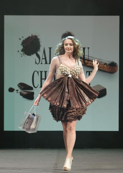 prezentare-de-moda-creatii-din-ciocolata-salon-du-chocolat-2013 (19)
