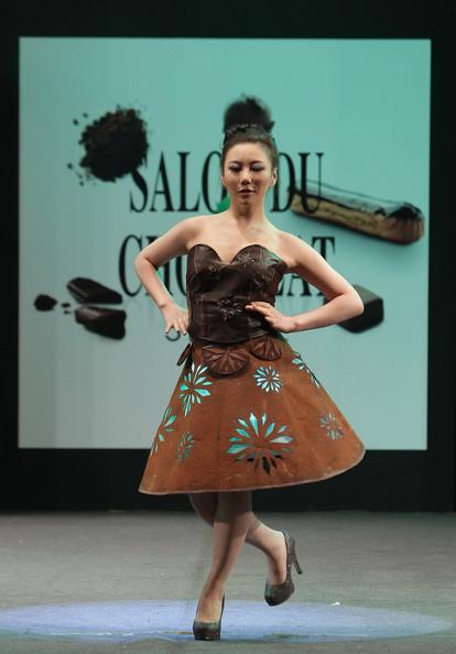 prezentare-de-moda-creatii-din-ciocolata-salon-du-chocolat-2013 (23)