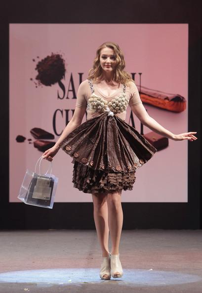 prezentare-de-moda-creatii-din-ciocolata-salon-du-chocolat-2013 (24)