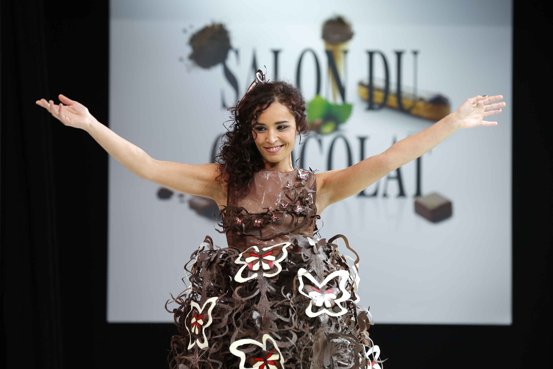 prezentare-de-moda-creatii-din-ciocolata-salon-du-chocolat-2013 (25)