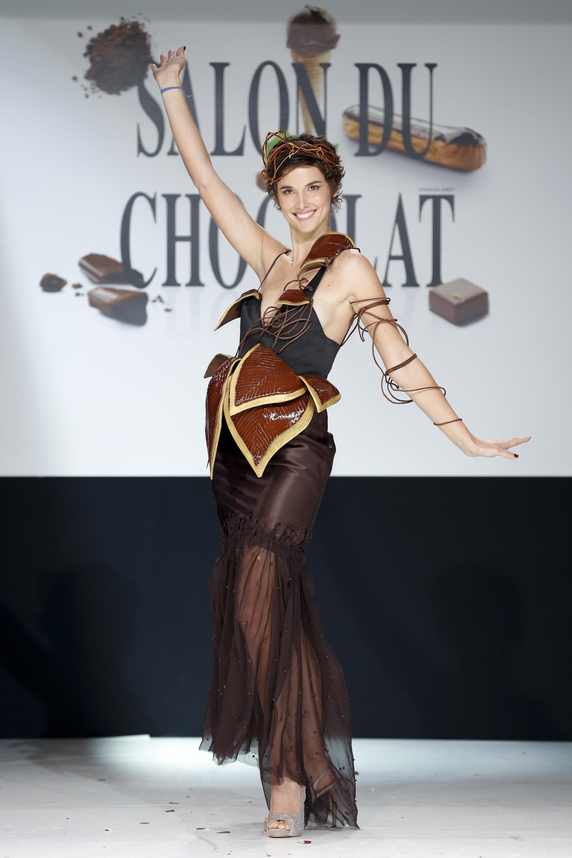 prezentare-de-moda-creatii-din-ciocolata-salon-du-chocolat-2013 (30)