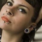 Cum sa-ti gauresti urechea pentru un piercing