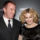 Madonna divorteaza